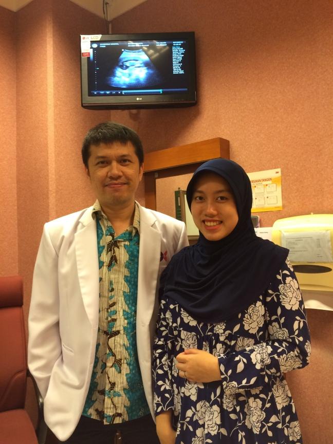 Bahkan dr Benny nggak keberatan diminta foto hahaha